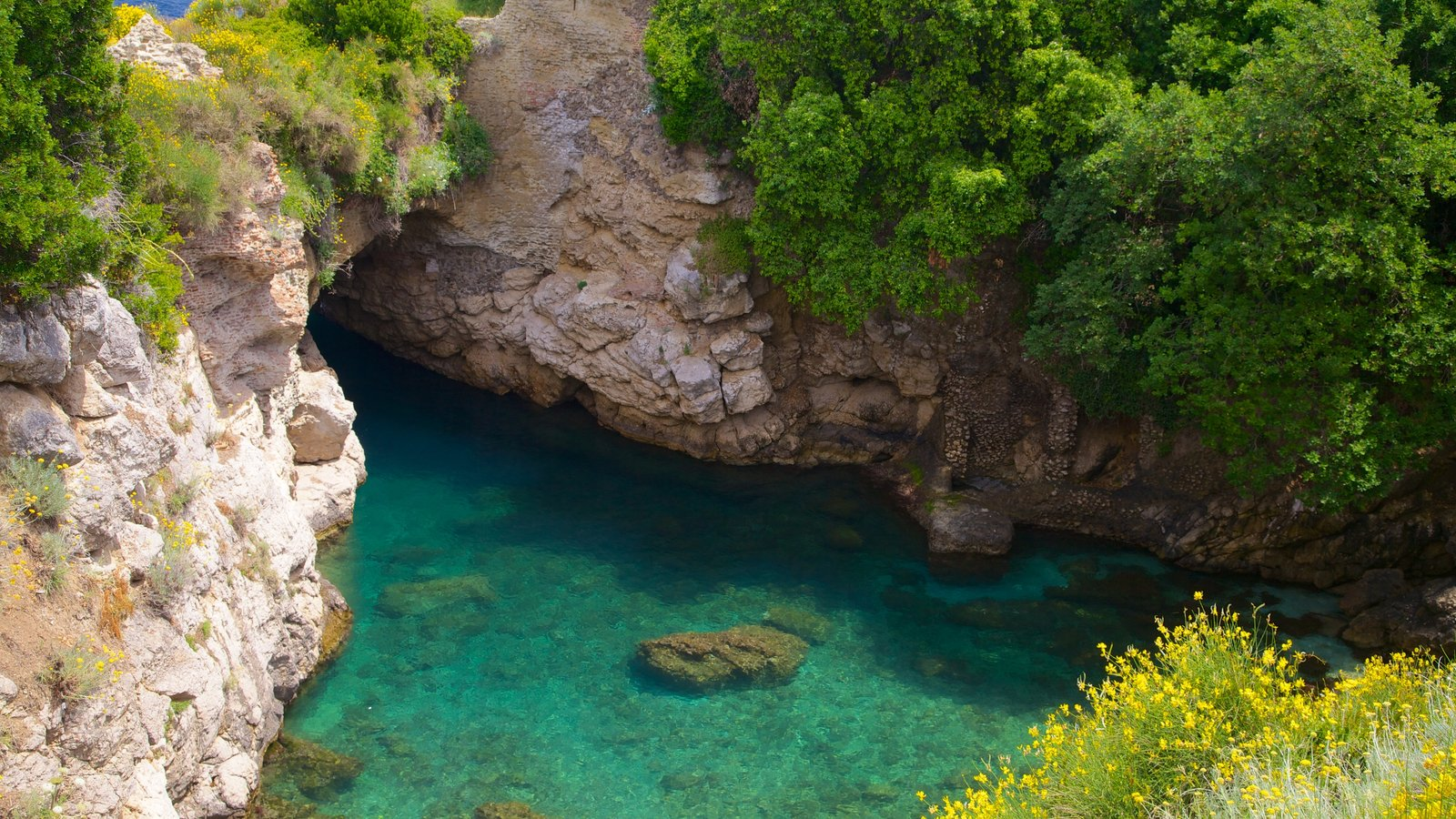 The Baths of Queen Giovanna in Sorrento, a hidden treasure