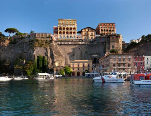 "Sorrento. ""La Nave del Cuore"" arrives to Marina Piccola"