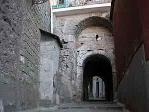 Porta-antica-borgo-di-marina-grande